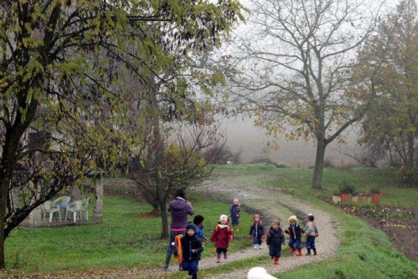 Passeggiata nella nebbia verso la golena